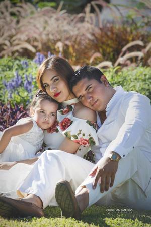 26012020 Édgar Eduardo Sánchez y Yolanda Ibáñez en sesión fotográfica con su pequeña hija Nicole Sánchez Ibáñez.- Christian Jiménez