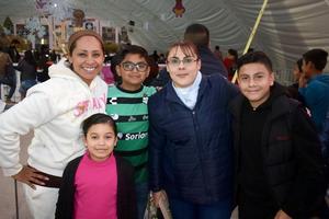 25012020 DE PASEO.  Roxana, Camila, Tadeo, Alejandra y César.