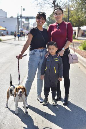 28012020 Ana Karen, Miranda, Santi y su mascota Fofo.