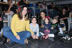 29012020 DISFRUTAN SU FIN DE SEMANA.  Berenice, Valentina, Fabiola, Eugenia y Mateo.