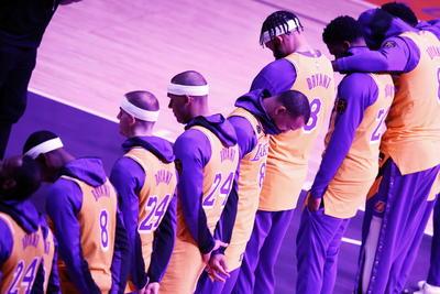 Lakers homenajean a Kobe Bryant