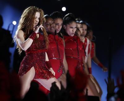 Jennifer Lopez y Sharika calientan el Super Bowl LIV