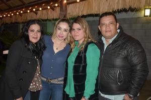 04022020 RECIENTE FESTEJO.  Carolina, Mague, Ale y Guillermo.