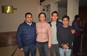 01022020 Alejandro, Rosalba, Alejandro y Gael.