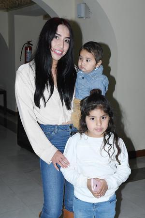 03022020 Yéssica Sánchez, Sebastián y Valeria.