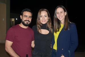 Enrique, Mariana y Charito