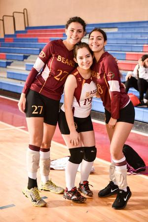 Elena Mateos, Ximena Dilworth e Izi Mc Cawley.