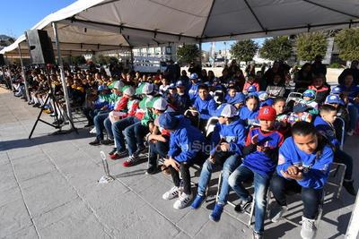 Se tuvo la presencia y participación de alumnos de diversas instituciones educativas.