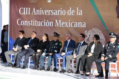 Al finalizar el evento, la bandera monumental de la Plaza Mayor fue retirada por elementos de la Dirección de Seguridad Pública Municipal de Torreón, esto para evitar un incidente derivado de los fuertes vientos.
