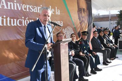 En su mensaje, el alcalde de Torreón, Jorge Zermeño, afirmó que la Constitución de 1917 representa la 'vida de los mexicanos y el orden jurídico de este país'.