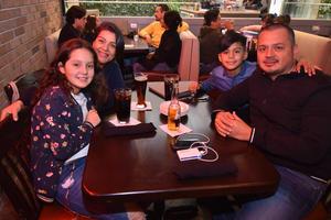 05022020 Karina, David, Andrea y Adrián.