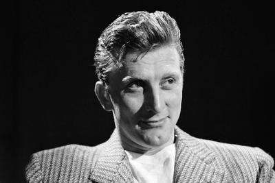 1941. Debuta en Broadway en una obra llamada Spring Again, protagonizada por sir Charles Aubrey Smith.