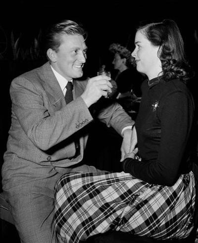 1943. Contrae matrimonio con Diana Dill con quien tiene a sus dos hijos Michael y Joel.