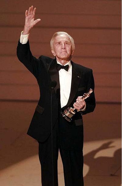 Fue galardonado en 1996 con un Oscar honorífico por sus 50 años de dedicación a la industria del cine.