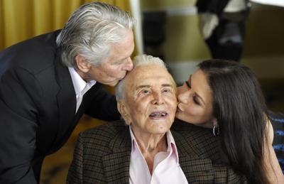 2016. Festeja sus 100 años en compañía de su familia.