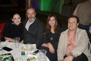 06022020 EN UNA FIESTA DE CUMPLEAñOS.  Elena, Piero, Lorena y Francisco.