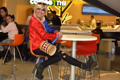 Aunque hace unos días la actriz Margot Robbie estuvo en CDMX, ella no se dio su vuelta por Torreón. Quien se vistió de la enamorada del Guasón fue una lagunera de nombre Cristina García.