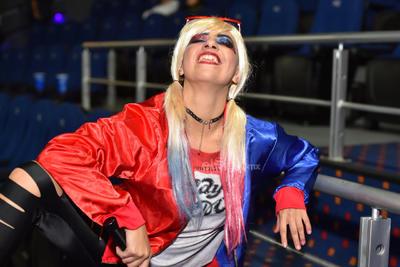 Sin querer, los caminos de Harley Quinn, Huntress, Black Canary y Renee Montoya se unen. El cuarteto se hace llamar Birds of Prey y su primer objetivo será acabar con Roman alias Black Mask.
