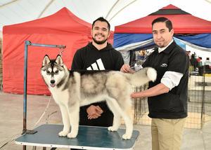 08022020 Daniel y Juan Carlos y su mascota.