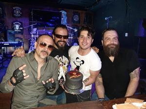 09022020 CUMPLE 33 AñOS.  Eduardo Frías, actor y cantante lagunero festejando en compañía de sus amigos.