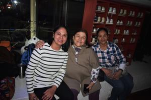 10022020 MUY CONTENTAS.  Angélica, Coco y Paty.