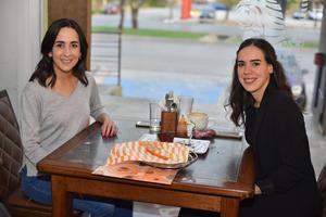 10022020 Vanessa y Carolina.