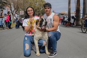 11022020 Miroslava, Miguel y su mascota Kira.