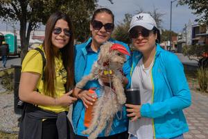11022020 Zayra, Rosario, Jessica y su mascota Kasy.