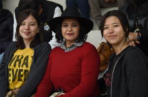 12022020 ENTRE AMIGAS.  Gabriela, Leonor y María Fernanda.