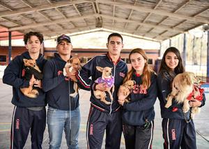 08022020 UN DíA DE PERROS.  Alumnos de reconocida institución educativa disfrutaron de una agradable mañana con sus mascotas.