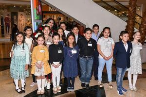 12022020 Los pequeños artistas con su maestra Alejandra de la Peña.