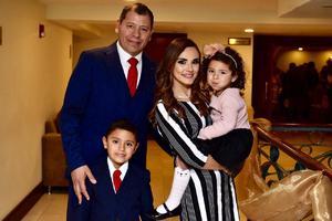 09022020 EN FAMILIA.  Jaime Rodríguez, Jessica de la Torre y sus hijos Jaimito y Fernanda.