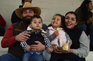 08022020 FELIZ ESPERA.  Gabriela de Anda el día de su baby shower, acompañada por algunas de sus invitadas.