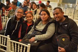 08022020 EN EL AROCENA.  Eduardo, Sujey, Emilia y Sofía.