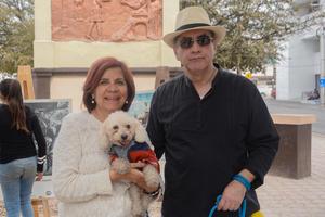 11022020 Mayela, Carlos y el perrito Rocky.