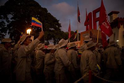 Un grupo de milicianos participa el martes 4 de febrero en una manifestación de Gobierno.
