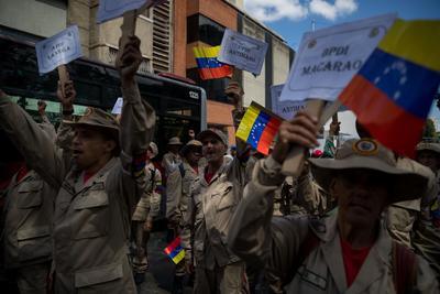 Un grupo de milicianos participa el lunes 10 de febrero en una manifestación.