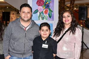 13022020 EXPO COLECTIVA INFANTIL.  Roberto de León, Caleb de León y Jackie Centeno.