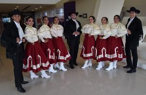 17022020 ORGULLOSOS DE SUS RAíCES.  Jóvenes del club de danza del ISEN de Lerdo, Dgo., antes Normal de Lerdo, en reciente evento educativo.