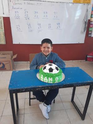 16022020 APAGA OCHO VELITAS.  Ian Yael Mares Martínez celebró su cumple con sus compañeros de aulas.