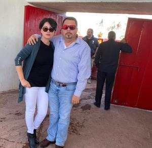 16022020 TARDE DE TOROS.  Gabriel Almanza Boardman y Blanca Estela Nájera de Almanza.