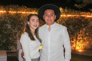 Anahi Rivas y Santiago Issa.