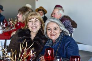 Magda Carrera y Gloria Martinez.