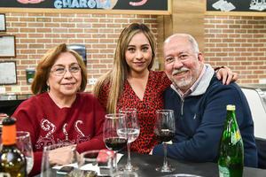 Laura Garcia,Marcela Delgado y Carlos Delgado.