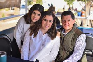 Mariane, Isabella y Ricardo