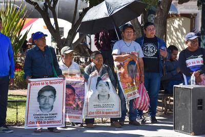 Familiares de los estudiantes desaparecidos de Ayotzinapa recorren las Escuelas Normales del país