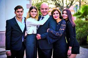 20022020 EN FAMILIA.  Timoteo Barba, Frida Barba, Javier Barba, Lorena Sagarena y Silvana Barba.