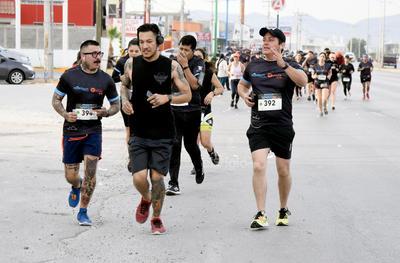 En punto de las 7:30 horas, los inscritos en la prueba de 10 kilómetros, iniciaron su participación en el RockSport Reforma 3030.