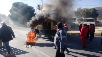 Hasta las 09:50 horas los manifestantes seguían esperando al alcalde Jorge Zermeño para negociar su retiro de la zona.