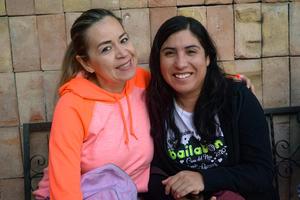 22022020 BAILAN Y SE DIVIERTEN.  Isela y Mariela.